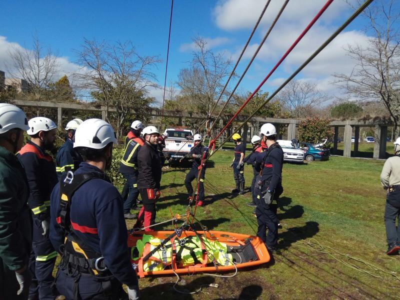 Profesionais de emerxencias e bombeiros